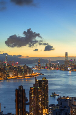 CH12457AW Skyline of Hong Kong Island and Kowloon at sunset, Hong Kong