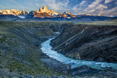 ARG3151AW South America, Patagonia, Argentina,  Los Glaciares National Park , Mount Fitz Roy and Chalten river