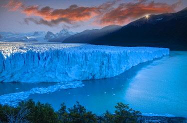 ARG3154AW South America, Patagonia, Argentina,  Los Glaciares National Park, Perito Moreno glacier at sunrise (m)