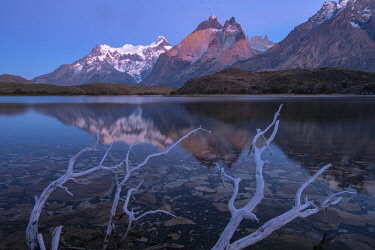 CHI11279AW South America, Chile, Patagonia, Torres del Paine, UNESCO World Heritage, National Park, mountain lake at dawn