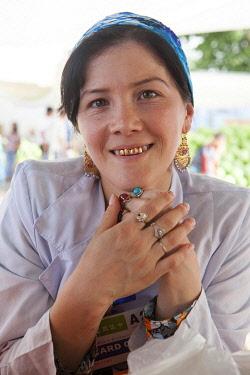 TAJ1143AW A woman with gold teeth smiles, Dushanbe Market, Dushanbe, Tajikistan