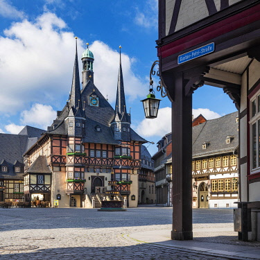IBLAVI05781877 Market place and historic town hall, Wernigerode, Harz Mountains, Saxony-Anhalt, Germany, Europe