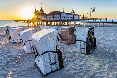 IBLDBF05806217 Pier Ahlbeck, restaurant, beach chairs, sunrise, seaside resort Ahlbeck, Usedom, Mecklenburg-Vorpommern, Germany, Europe