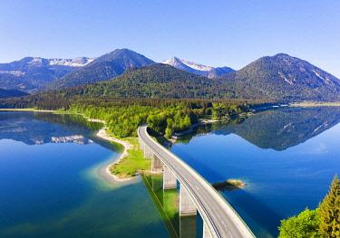 IBXMAN05791173 Panorama from the Sylvenstein lake, Faller gorge bridge, Karwendel mountains, near Lenggries, Isarwinkel, drone picture, Upper Bavaria, Bavaria, Germany, Europe