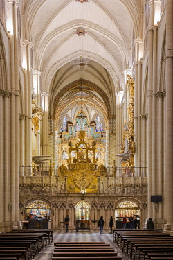 SPA9885AW Spain, Castilla-La Mancaha, Toledo's Cathedral, View of the central nave and the back side of the choir.