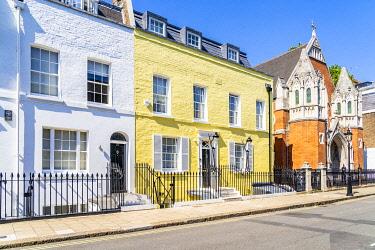 ENG17492AW Building facade, Knightsbridge, London, England, UK
