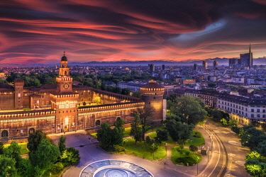 IT06757 Italy, Lombardy, Milan, Simplon Park (Parco Sempione) and Sforza Castle (Castello Sforzesco)