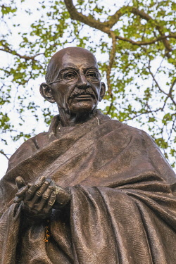 TPX74657 England, London, Westminster, Parliiament Square, The Mahatma Gandhi Statue