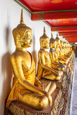 THA1621AW Buddha statues in Wat Pho (Temple of the Reclining Buddha), Bangkok, Thailand