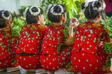 AS06MNI0039 Young schoolchildren at school in Mandalay, Myanmar.