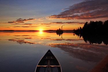 CN10BJY0201 Canada, Quebec, Belleterre. Sunset on Lac des Sables and boat.