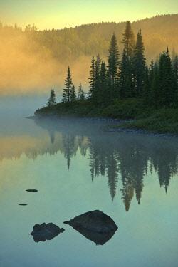 CN10BJY0241 Canada, Quebec, Chibougamau. Lake in fog at sunrise.
