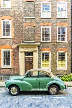 ENG17885AWRF Morris Minor car and 18th Century Georgian town houses, Shoreditch, London, England, Uk