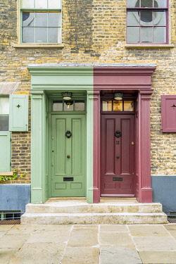 ENG17847AW Doors, 18th Century Georgian town houses, Shoreditch, London, England, Uk
