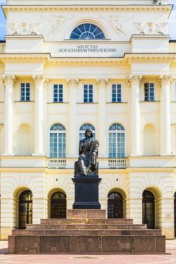 POL2544AW Polish Academy of Sciences and Nicolaus Copernicus statue, Warsaw, Poland, Europe