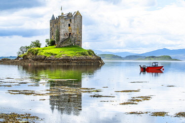 SCO35742 UK, Scotland, Argyll.  Castle Stalker is a 14th C castle keep which stands on a tidal islet in Loch Laich