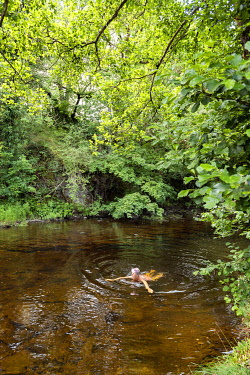 WAL7822 Wales, River Vyrnwy, Wild Swimming (MR)