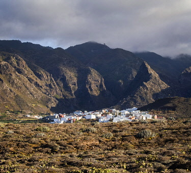 SPA9939AW Spain, Canary Islands, Tenerife, View of the village Aregume in the area of Buenavista del Norte.