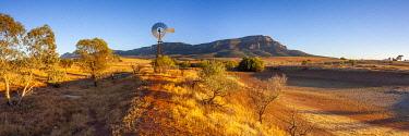 AUS4495AW Windpump at Rawnsley Park Station. Flinders Ranges National Park, Flinders and Mid North, South Australia, Australia