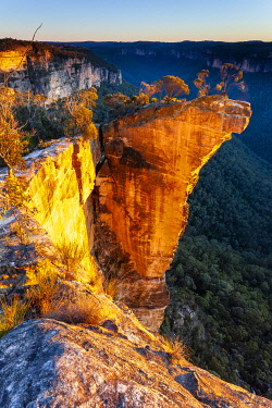 AUS4611AW Baltzer Lookout and Hanging Rock. Hanging Rock, Blue Mountains National Park, New South Wales, Australia