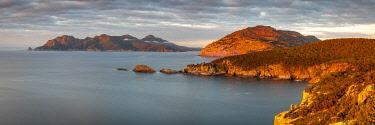 AUS4636AW Freycinet Peninsula and Schouten Island. Freycinet National Park, Freycinet, Tasmania, Australia