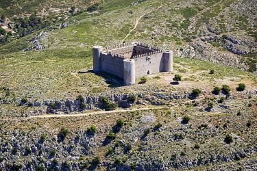 SPA10003AW Europe, Spain, Catalonia, Costa Brava, Torroella de Montgri, Elevated view of the Torroella de Montgri's Castle.