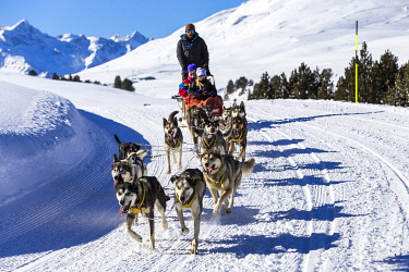 SPA10028AW Europe, Spain, Catalonia, Val d'Aran, Tourists dog-sledding on the Montgarri trail.