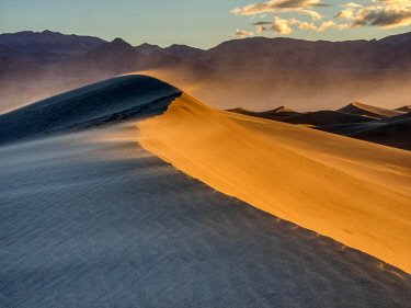 US05JWI0594 USA, California. Death Valley National Park, Mesquite Flats Sand Dunes, blowing sand.