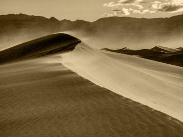 US05JWI0630 USA, California. Death Valley National Park, Mesquite Flats Sand Dunes, blowing sand.