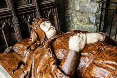 SCO35835 Scotland, Highlands, Argyll.  Effigy of Robert the Bruce in the Bruce Chapel at St Conan's Kirk