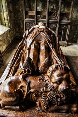 SCO35837 Scotland, Highlands, Argyll.  Effigy of Robert the Bruce in the Bruce Chapel at St Conan's Kirk