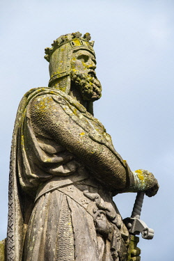 SCO35848 Scotland, Perthshire, Stirling.  Statue of Robert the Bruce, King of Scotland on the esplanade at Stirling Castle.