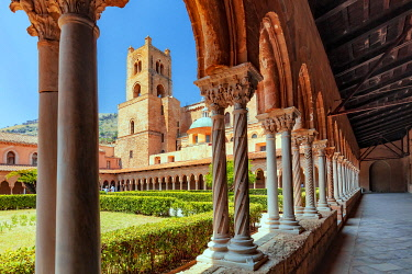 ITA15991AW Monreale, Sicily. The cloister of the Benedictine Abbey next to the cathedral