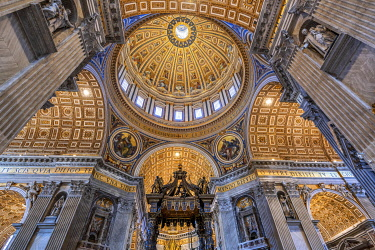 ITA16153AW Low angle interior view of the baldacchino and main dome, St. Peter's Basilica, Vatican City
