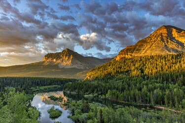 US27CHA4510 Wynn and Allen Mountains catch morning light above Swiftcurrent Creek in Glacier National Park, Montana, USA.