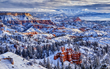 US45ACO0038 USA, Utah, Bryce Canyon National Park, Buttes and hoodoos on a winter morning