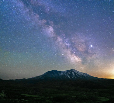 US48GPR0188 The Milky Way rising above Mt. St. Helens, a active stratovolcano in Washington State, USA
