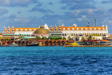 ARU0049AW Caribbean, Aruba, Oranjestad, The building of the Royal Plaza Mall from the sea.