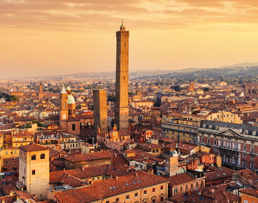 ITA16313AWRF Cityscape with towers and sunset. Bologna, Emilia Romagna, Italy