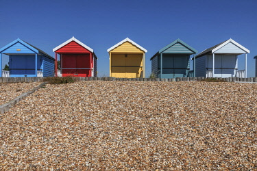 TPX75544 England, Hampshire, New Forest, Calshot, Calshot Beach, Colourful Beach Huts