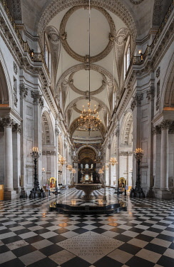 ENG18150AW Europe, UK, England, London, City of London, St. Paul�s cathedral, interior, indoors view of the nave and decorated quire, English Baroque style, Anglican church, architect: Christopher Wren, compl...