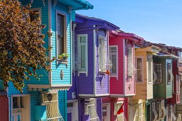 TK01875 Colourful Ottomon era houses, Balat, Istanbul, Turkey