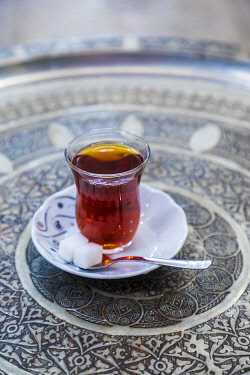 TK01886 Traditional Turkish tea, Grand Bazaar, Istanbul, Turkey