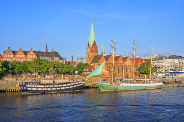 GER12446AW St. Martinis church and sailboats on river Weser, Bremen, Germany