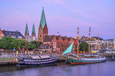 GER12451AW St. Martinis church and sailboats on river Weser, Bremen, Germany