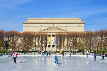 USA15837AW Ice rink in front of National Archives Building on  Pennsylvania Avenue, Northwest Washington D.C., Disctrict of Columbia, United States
