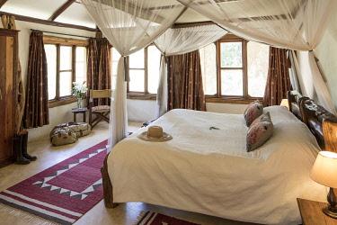 KEN11839 Mara Bush Houses, Mara North, Masai Mara, Kenya, comfortable guest bedroom.