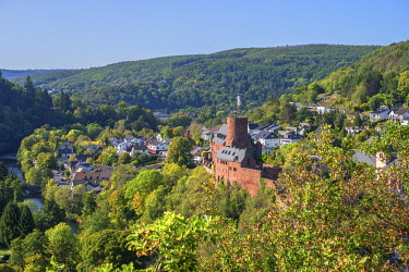 GER12581AW Hengebach castle with Heimbach, Rur valley, Eifel, North Rhine Westphalia, Germany