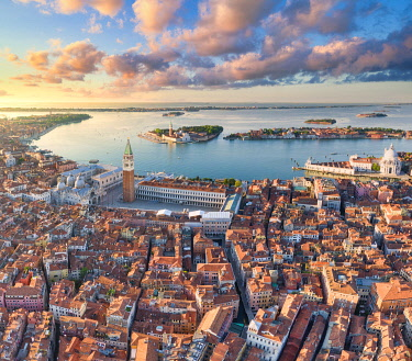 IT021061 Italy, Veneto, Venice, Aerial view of St Mark's square and city centre