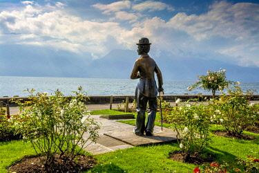 IBLBJA05831217 Charlie Chaplin, statue by John Doubleday, Vevey, Vaud canton, Switzerland, Europe